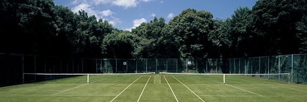 テニスコートのバナー